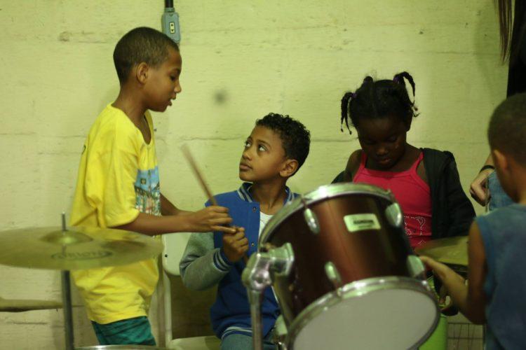 Ajude a ONG Harmonicanto Música e Cidadania