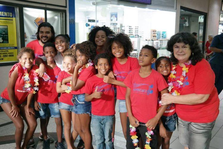 Cantamos marchinhas de carnaval na galeria do Jornal Posto Seis