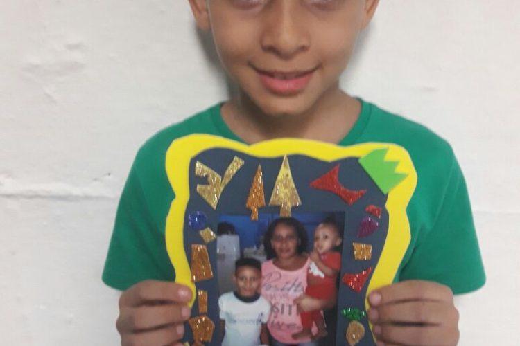 Confecção de porta-retrato em homenagem feita para as mães