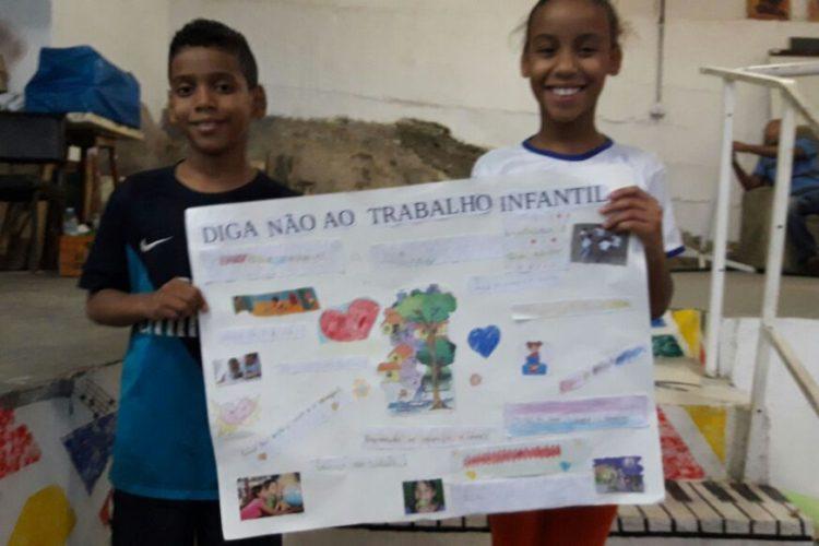 Alunos da Harmonicanto fizeram cartaz de conscientização sobre trabalho infantil