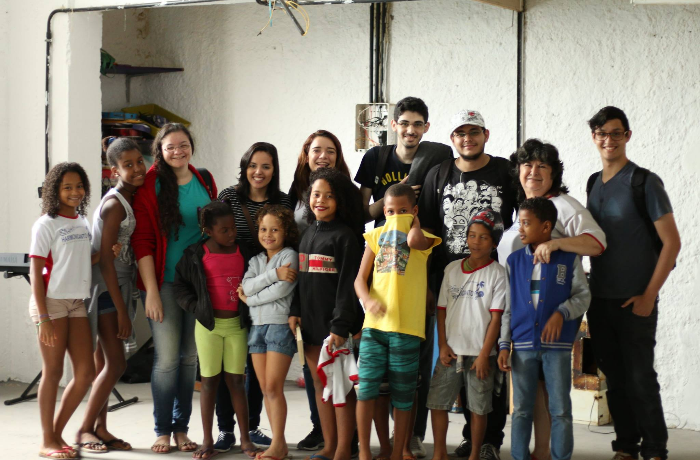 Espalhe o Bem: projeto Harmonicanto leva música à vida de crianças